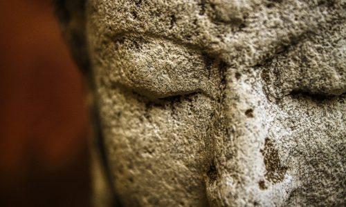 statue de Bouddha représentant l'écoute